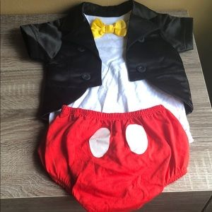 Mickey lovers buy this baby outfit  size 6 m
